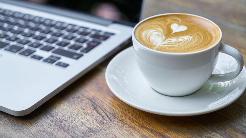 Érvek és ellenérvek a reggeli kávé mellett és ellen