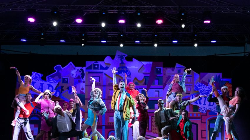 Ősbemutató, musical, táncshow és koncert a színpadon