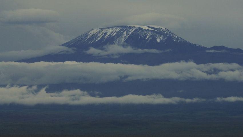 Biciklivel közelíti meg a Kilimandzsáró csúcsát egy magyar sportoló