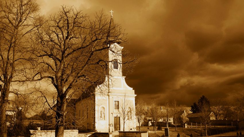 Templomkertek csöndje