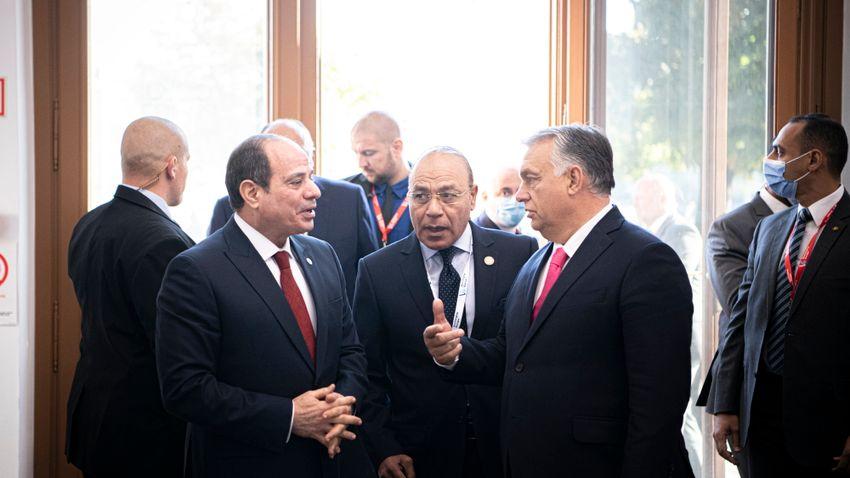 Orbán Viktor a karmelita kolostorban fogadja az egyiptomi elnököt