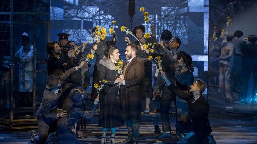 Nagyszabású és mozgalmas színpadi produkció az Eiffel Műhelyházban