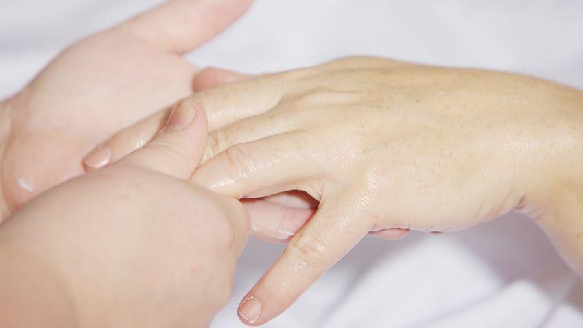 Van megoldás a körömrágásra és a körömbenövésre is