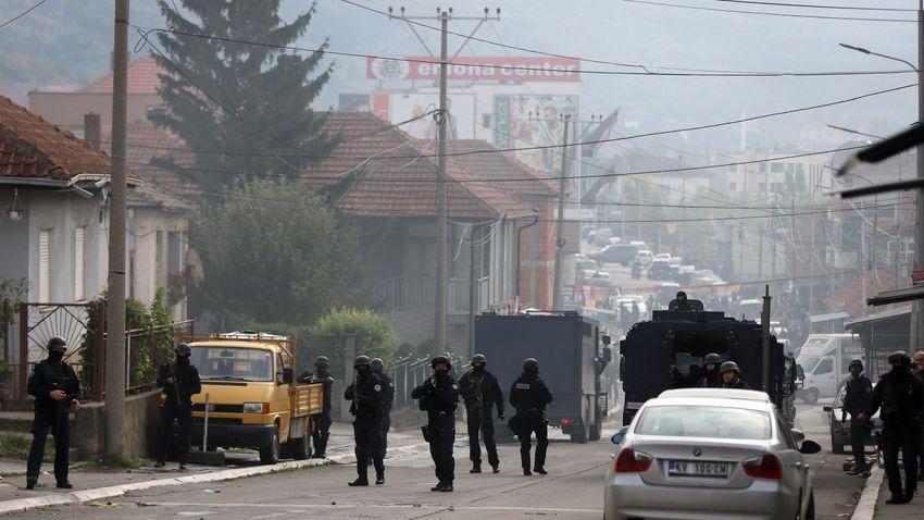 Szerb tüntetőkkel csapott össze a koszovói rendőrség